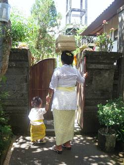 Ayu and Made heading out with offerings. Photo by Brenda Hinton, Bali, November 2013